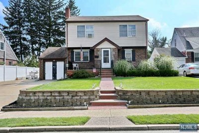 Saddle Brook Single Family Home For Sale: 22 Spindler Terrace