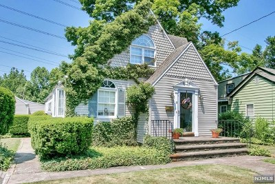 Mahwah Single Family Home For Sale: 18 Bergen Place