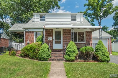 Fair Lawn Single Family Home For Sale: 11 Madelyne Place