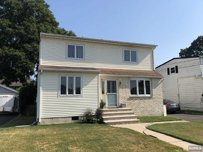 Saddle Brook Single Family Home For Sale: 262 Evans Place