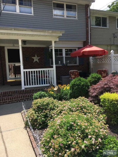 Edgewater Single Family Home For Sale: 15 Edgewater Place