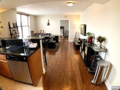 Union City Condo/Townhouse For Sale: 4301 Park Avenue #10e