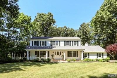 Franklin Lakes Single Family Home For Sale: 686 Dakota Trail