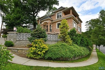 Cliffside Park Single Family Home For Sale: 77 Edgewater Road