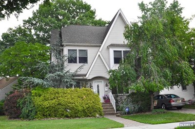 Little Ferry Single Family Home For Sale: 52 Summit Circle