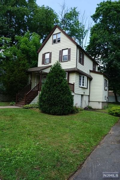 Teaneck Single Family Home For Sale: 213 Manhattan Avenue
