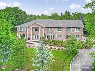 Franklin Lakes Single Family Home For Sale: 916 Marie Court