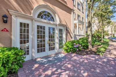 Jersey City Condo/Townhouse For Sale: 111 Shearwater Court #23