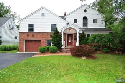 Teaneck Single Family Home For Sale: 718 Pomander Walk