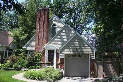 Teaneck Single Family Home For Sale: 1094 Cambridge Road