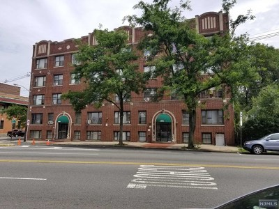 Jersey City Condo/Townhouse For Sale: 1866 John F Kennedy Boulevard #3c