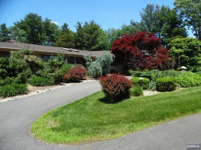 Franklin Lakes Single Family Home For Sale: 897 Franklin Lake Road
