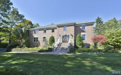 Upper Saddle River Single Family Home For Sale: 547 West Saddle River Road