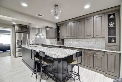Oakland Single Family Home For Sale: 28 Minnehaha Boulevard