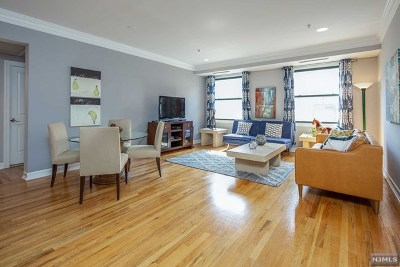 Hoboken Condo/Townhouse For Sale: 600 Hudson Street #2e