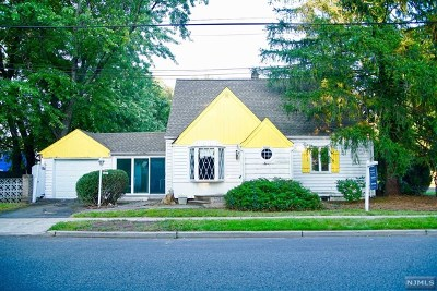 Teaneck Single Family Home For Sale: 1707 Ardsley Court