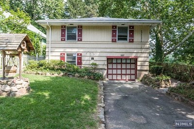 Englewood Single Family Home For Sale: 557 Dow Place