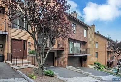 Edgewater Condo/Townhouse For Sale: 19 Yorkview Drive