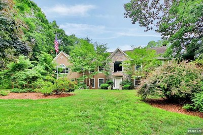 Franklin Lakes Single Family Home For Sale: 886 Huron Road