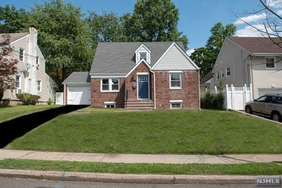 Teaneck Single Family Home For Sale: 699 Hartwell Street