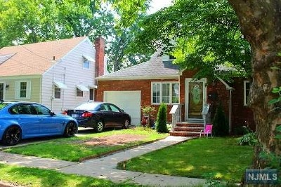Teaneck Single Family Home For Sale: 46 Holland Terrace