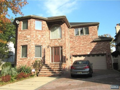 Fort Lee Single Family Home For Sale: 1056 Edgewood Lane