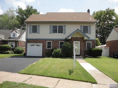 Fair Lawn Single Family Home For Sale: 39-14 Romana Drive