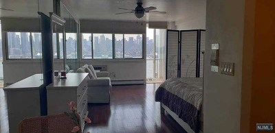 Weehawken Condo/Townhouse For Sale: 899 Boulevard East #6d