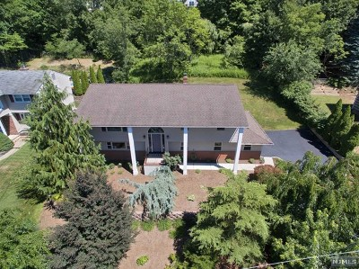 Wanaque Single Family Home For Sale: 13 Bean Court