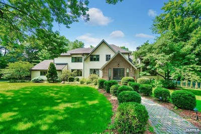 Woodcliff Lake Single Family Home For Sale: 10 Longwood Court