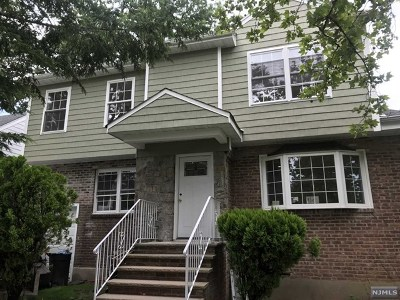 Teaneck Single Family Home For Sale: 77 Circle Drive Way