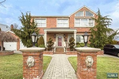 Secaucus Single Family Home For Sale: 17 Fairview Avenue