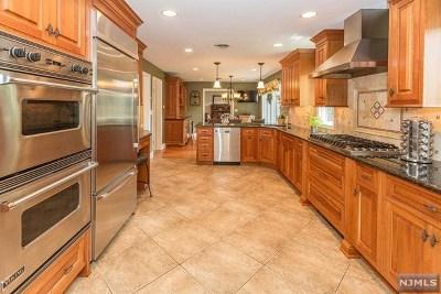 Hillsdale Single Family Home For Sale: 11 Ellen Court