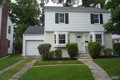 Teaneck Single Family Home For Sale: 47 East Cedar Lane