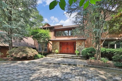 Demarest Single Family Home For Sale: 8 Country Club Way