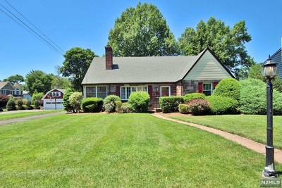Ridgewood Single Family Home For Sale: 450 Sterling Place