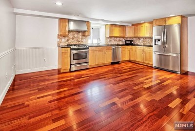 Jersey City NJ Condo/Townhouse For Sale: $419,000