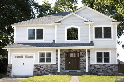 Saddle Brook Single Family Home For Sale: 112 Danna Way