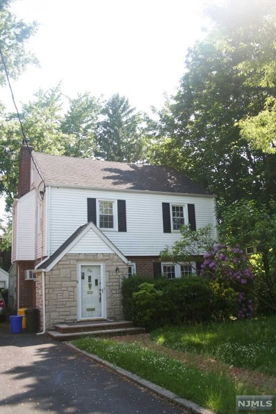 Teaneck Single Family Home For Sale: 716 Suffern Road