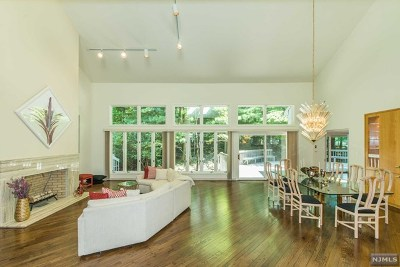 Franklin Lakes Single Family Home For Sale: 601 Huckleberry Lane