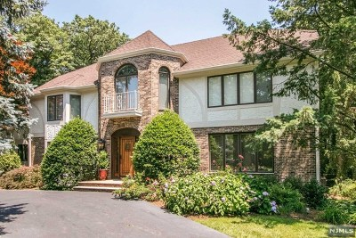 Franklin Lakes Single Family Home For Sale: 728 Shoshone Trail