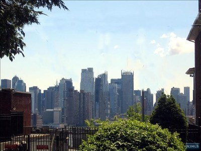 Weehawken Single Family Home For Sale: 40 Kingswood Road