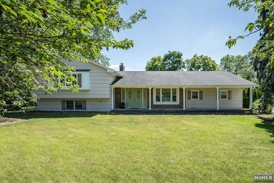Mahwah Single Family Home For Sale: 14 Mohawk Trail
