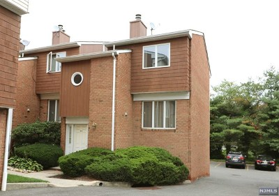 River Edge Condo/Townhouse For Sale: 33 Sherwood Court #33