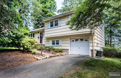 Montvale Single Family Home For Sale: 1 Crest Drive