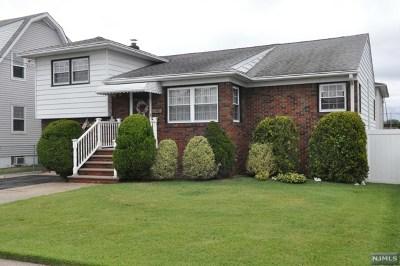 Elmwood Park NJ Single Family Home For Sale: $385,000