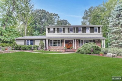 Mahwah Single Family Home For Sale: 155 Deerfield Terrace
