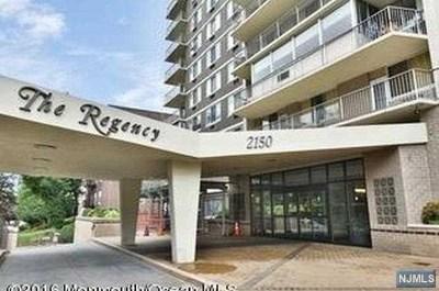 Condo/Townhouse For Sale: 2150 Center Avenue #5e