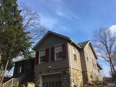 Pompton Lakes Single Family Home For Sale: 96 Hemlock Road