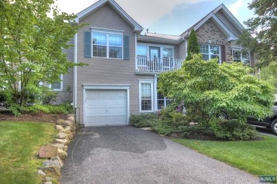Mahwah Condo/Townhouse For Sale: 556 Adirondack Court